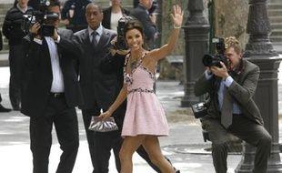 Eva Longoria à son arrivée à la mairie du 4e arrondissement de Paris, le 6 juillet 2007. Elle a épousé Tony Parker au cours d'une cérémonie présidée par Bertrand Delanoé.