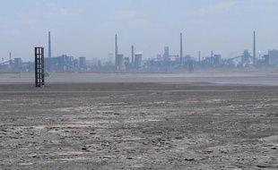 Champ de déchets toxiques à proximité de l'usine de Baogang qui exploite des terres rares en Chine, le 21 avril 2011.
