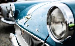 Ilustration d'une voiture ancienne Opel