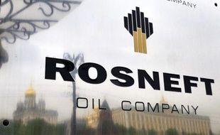 Le géant pétrolier russe Rosneft a annoncé vendredi qu'il allait coopérer avec le chinois CNPC pour extraire des hydrocarbures en Sibérie Orientale, confirmant l'appétit de Pékin pour les ressources russes.