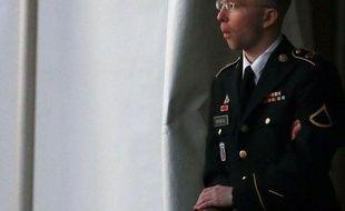 Entre un traître conscient de ses actes et un héros idéaliste et naïf : dès l'ouverture du procès du soldat Bradley Manning lundi à Fort Meade (Maryland), le gouvernement américain et la défense ont brossé des portraits de l'accusé aux antipodes l'un de l'autre.