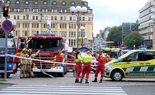 Les enquêteurs et les secours sont arrivés sur place à Turku, en Finlande, où un homme a poignardé 8 personnes faisant deux morts et 6 blessés, le 18 août 2017.