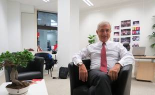 Claude Bartolone, candidat PS aux élections régionales en Île-de-France dans son local de campagne, place de la Catalogne, à Paris, le 16 septembre 2015