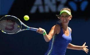 La Bélarusse Victoria Azarenka s'est qualifiée pour la première finale en Grand Chelem de sa carrière, en dominant la Belge Kim Clijsters, tenante du titre, en trois sets 6-4, 1-6, 6-3, jeudi à Melbourne.