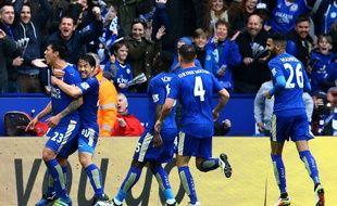 Les joueurs de Leicester fêtent un but contre Swansea le 24 avril 2016.