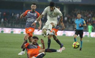 Pedro Mendes stoppe Neymar, sous les yeux de Damien Le Tallec. Le symbole de Montpelliérains déchaînés contre Paris lors de la victoire 3-2 contre le PSG.