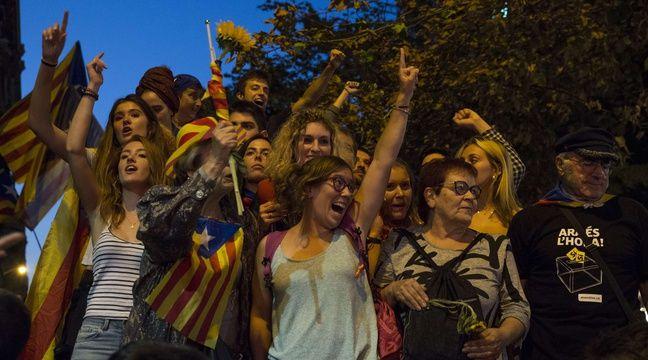 Des milliers de Catalans sont descendus dans la rue pour demander le référendum sur l'indépendance de la région, le 20 septembre 2017 à Barcelone – NICOLAS CARVALHO OCHOA/SIPA