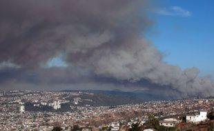 Une image de l'incendie qui ravage la région de Valparaiso au Chili