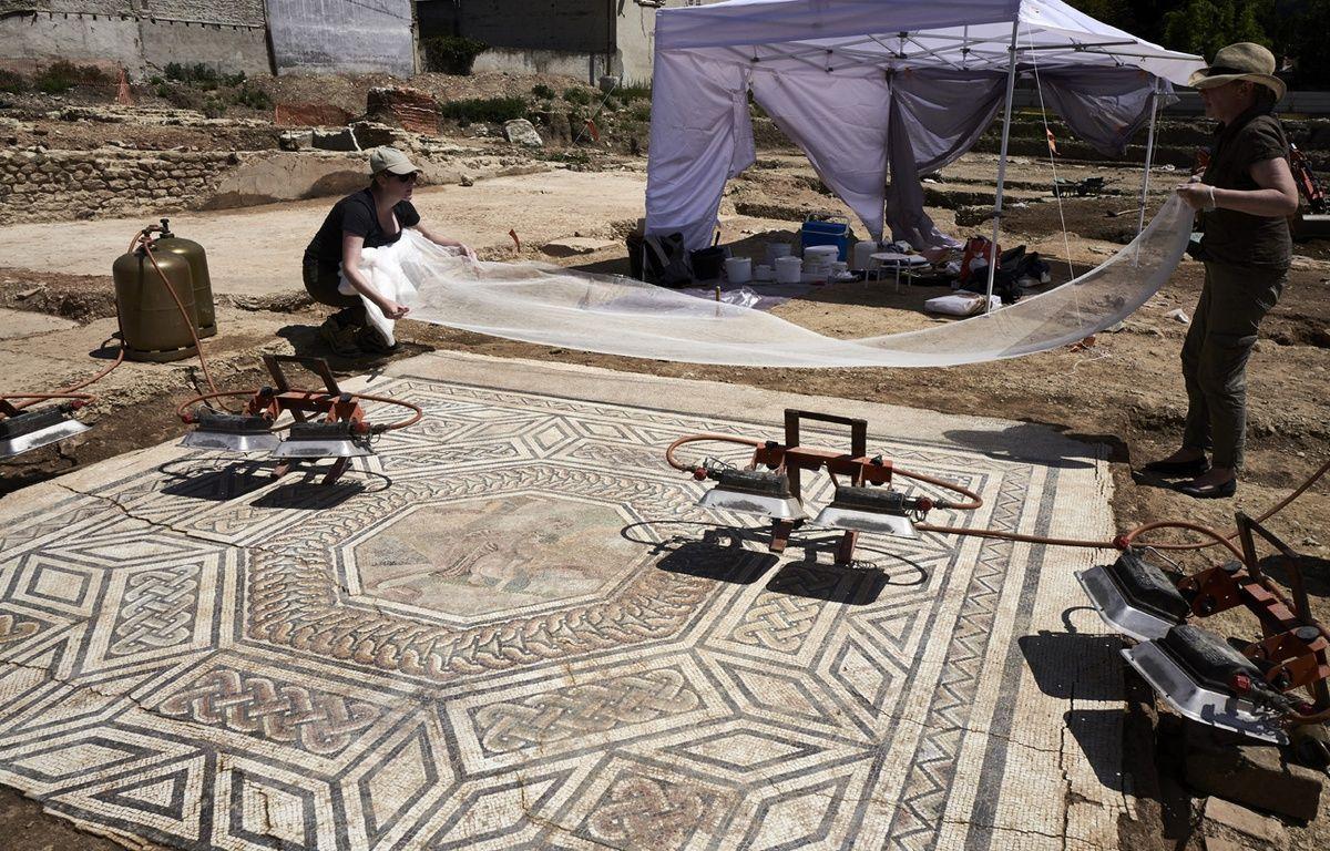 Le chantier de fouilles à Saint-Colombe, près de Lyon. – J-P.KSIAZEK / AFP