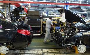 Illustration d'une ligne de montage à l'usine PSA La Janais.