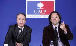 Les porte-paroles de l'UMP Dominique Paillé (G) et Frédéric Lefebvre (D), lors d'une conférence de presse de l'UMP à Paris, le 20 avril 2009.