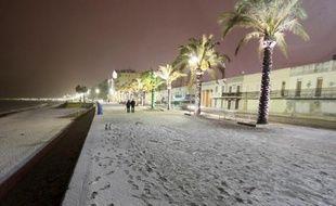La promenade des Anglais, à Nice, recouverte de neige, le 19 décembre 2009