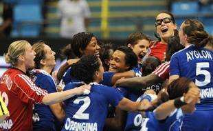 La France a déployé toutes ses vertus mentales pour se dépêtrer d'une situation mal engagée contre la Suède (26-23) et se qualifier pour les quarts de finale du Mondial-2011 dames de handball, lundi à Sao Paulo.
