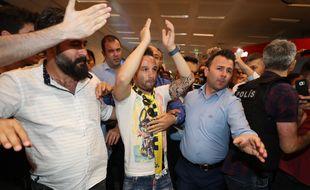 Un accueil de rock star pour Valbuena à l'aéroport d'Istanbul.