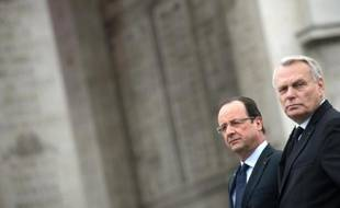 Le président François Hollande voit sa cote de popularité baisser de trois points en juin, à 26%, son Premier ministre Jean-Marc Ayrault perdant deux points à31%, selon le baromètre mensuel Ifop pour le Journal du Dimanche, publié le 23 juin.