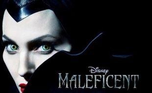 AngelinaJolie sur l'affiche de Maleficient (Maléfique)