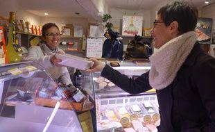 Depuis un an à Vence, Natercia fait ses courses avec des boîtes et fait le pari du Zéro déchet.