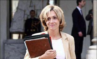"""La ministre de l'Enseignement supérieur Valérie Pécresse recevra mercredi à 15H00 les organisations représentatives de la communauté universitaire, pour une concertation à partir d'un """"nouveau texte"""" sur l'autonomie des universités, a-t-on appris auprès du ministère."""