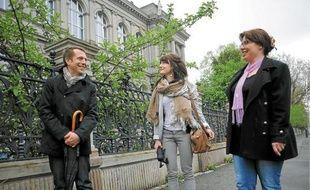 Hervé Doucet, spécialiste en histoire de l'architecture, en compagnie de Nadège et Blandine.