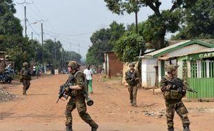 La présence militaire française était massive vendredi dans les rues de Bangui où des tirs ont encore retenti durant la nuit, alimentant la confusion sur la situation dans la capitale centrafricaine, le bilan des violences ne cessant de s'alourdir.