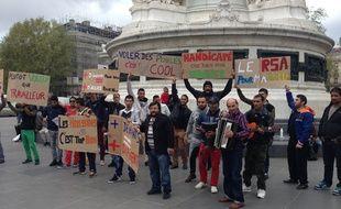 Une trentaine de Roms était ce midi place de la République pour dénoncer les clichés qui circulent à leur égard.