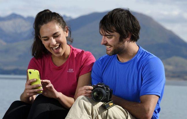 Grâce au Wifi et/ou au Bluetooth, il est possible de transférer ses photos sur son smartphone pour les partager.