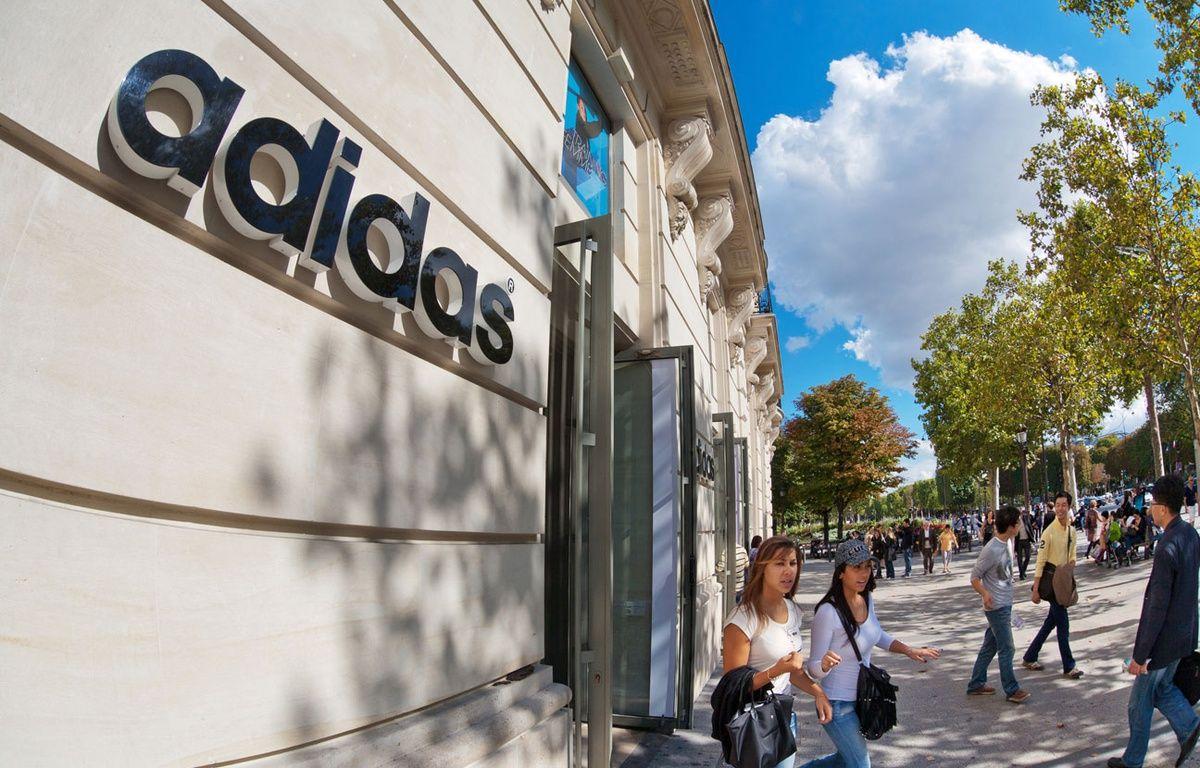 la boutique Adidas des Champs-Elysées (illustration). – JPDN/SIPA
