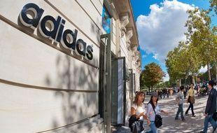 la boutique Adidas des Champs-Elysées (illustration).