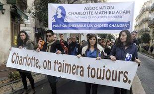 Des manifestants défilent le 2 janvier 2014 à Montpellier en hommage à Charlotte Landais, tuée par un chauffard en 2012.