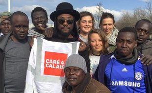Le chanteur des Black Eyed Peas dans la «Jungle» de Calais.