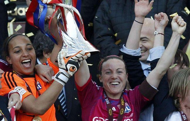 En mai 2012, Sonia Bompastor a soulevé pour la deuxième fois dans l'histoire de l'OL la Ligue des champions, aux côtés de Sarah Bouhaddi.