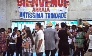 Une centaine de jeunes de la région parisienne ont mis un an à préparer leur voyage pour les JMJ au Brésil : chez l'habitant depuis une semaine en banlieue de Rio, ils sont comme des poissons dans l'eau.