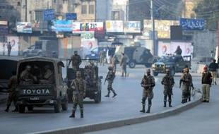 L'armée pakistanaise a annoncé mardi avoir bombardé des repaires rebelles du nord-ouest et tué 25 insurgés en représailles aux deux attentats qui ont fait au moins 39 morts, dont 34 militaires, les deux jours précédents.