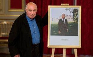 La photo officielle du François Hollande, prise par le photographe Raymond Depardon dans les jardins de l'Elysée, a été présentée lundi, provoquant rapidement de nombreux détournements sur le net.