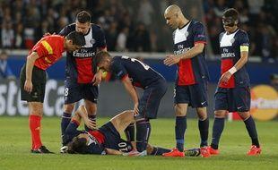 Zlatan Ibrahimovic, blessé à la cuisse face à Chelsea, le 2 avril 2014 au Parc des Princes