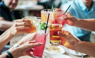 Illustration de verres d'alcool lors d'un pot.