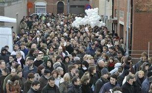 L'auteur présumé de la tuerie de la crèche de Termonde en Belgique, un jeune homme de 20 ans, refuse de s'alimenter et a été placé sous perfusion en prison, ont indiqué dimanche soir des sources proches de l'enquête à l'agence de presse nationale Belga.