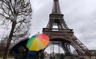 Nouvelle péripétie dans l'histoire mouvementée de la Société de la Tour Eiffel: fragilisée par un conflit entre sa direction et son actionnaire principal, la foncière est la proie d'une OPA d'un montant de 300 millions d'euros, lancée par la mutuelle d'assurance SMABTP.