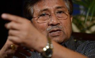 """De grands rassemblements annulés, un lancer de soulier, une candidature rejetée dans une circonscription pour les élections et de nouvelles accusations de """"trahison"""": le retour au Pakistan de l'ex-président Pervez Musharraf n'a rien d'une consécration."""