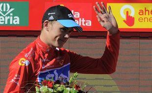 Chris Froome va officiellement garder son maillot rouge de leader.