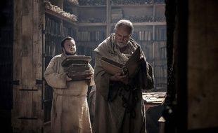 John Bradley (Samwell Tary) et Jim Broadbent (Archmaester Ebrose) dans la saison 7 de «Game Of Thrones». Certains fans pensent que Samwell Tarly est en réalité le narrateur de toute l'histoire décrite dans Game of Thrones.