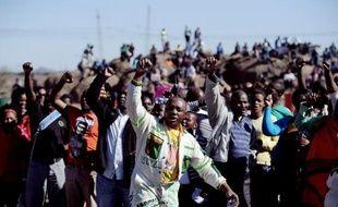 """Lonmin, la compagnie britannique qui exploite la mine de platine de Marikana, en Afrique du Sud, s'est dit vendredi """"désolée"""" pour la mort des 34 mineurs tués dans la fusillade policière du 16 août 2012."""