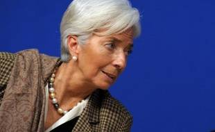 La directrice générale du FMI Christine Lagarde a estimé dimanche que les Etats-Unis devaient à la fois augmenter les impôts et baisser les dépenses publiques pour réduire efficacement le déficit public, pressant les élus à un accord avant la fin du mois.