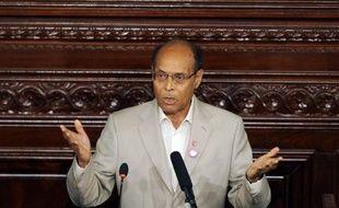 Le président tunisien Moncef Marzouki a présenté jeudi les excuses de l'Etat à la jeune fille violée par deux policiers et qui risque d'être inculpée pour atteinte à la pudeur, a indiqué la présidence dans un communiqué.