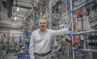 Michel Feraud, le PDG de Provepharm dans la nouvelle unité de production.