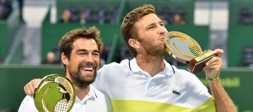 Jérémy Chardy et Fabrice Martin, lors de leur victoire au tournoi de Doha, au Qatar, le 6 janvier 2017.