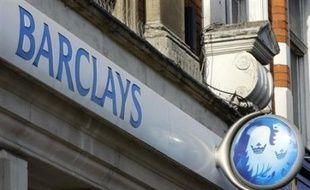 Comme prévu, des banques et des fonds souverains asiatiques ont accepté de venir en aide à la banque britannique Barclays, qui va lever près de 6 milliards d'euros pour renforcer ses fonds propres minés par la crise du crédit, imitant ainsi plusieurs de ses rivales.