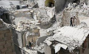 Des immeubles détruits par un bombardement de l'armée syrienne, le 29 avril 2015 à Alep