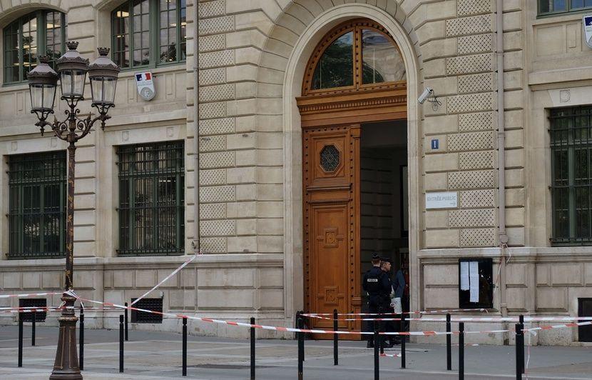 VIDEO. Attaque à la préfecture de police de Paris : Questions autour d'une mystérieuse clé USB