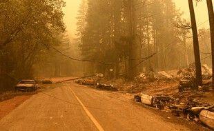5.400 soldats du feu sont mobilisés face aux flammes du Dixie Fire dans les forêts du nord de la Californie